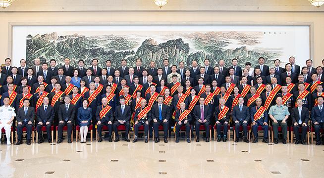 习近平会见全国退役军人工作会议代表_副本.jpg